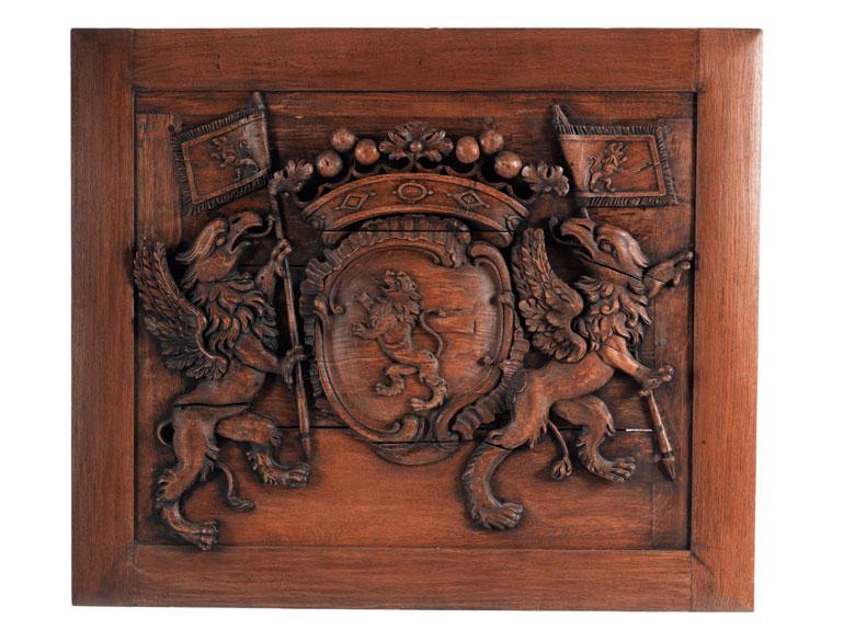 Großes, geschnitztes Supraport- oder Boiserie-Wappen