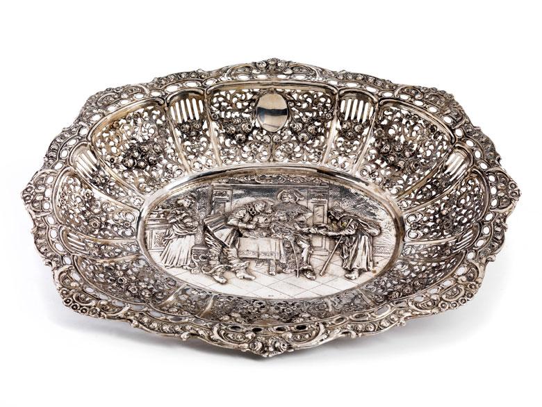 Große Silberschale im barocken Stil