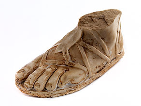 Fragment eines linken männlichen Fußes in Marmor