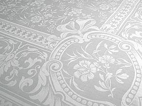 Detail images:  Prachttafeltuch mit Nelken aus dem ehemaligen Besitz des Herzogs Carl Eduard von Sachsen-Coburg und Gotha