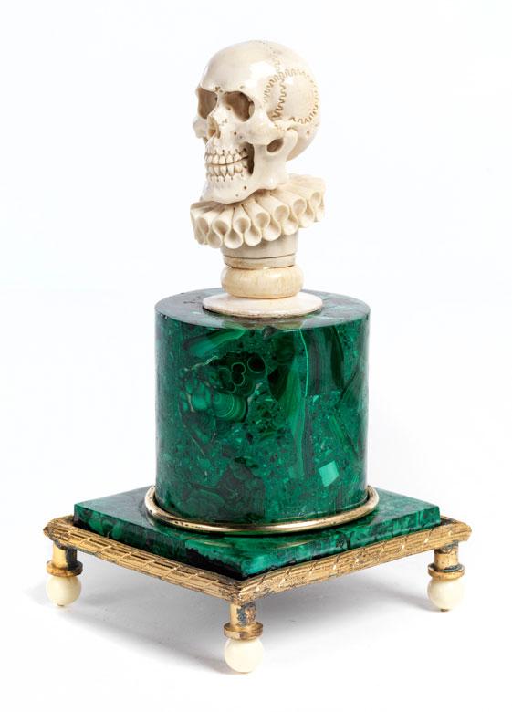 Memento mori -Tischdenkmal