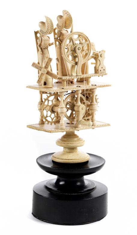 Äußerst seltener, kleiner Figurenautomat in Elfenbein