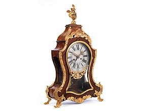 Kommodenuhr im Louis XV-Stil