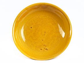 Kleiner, gelber Porzellanteller