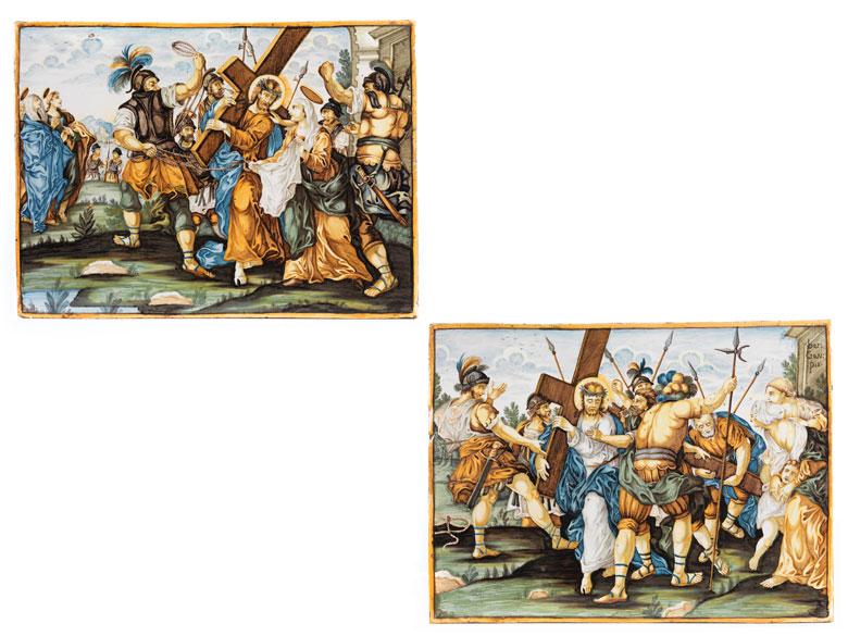 Paar Majolika-Bildplatten mit Kreuzwegdarstellungen