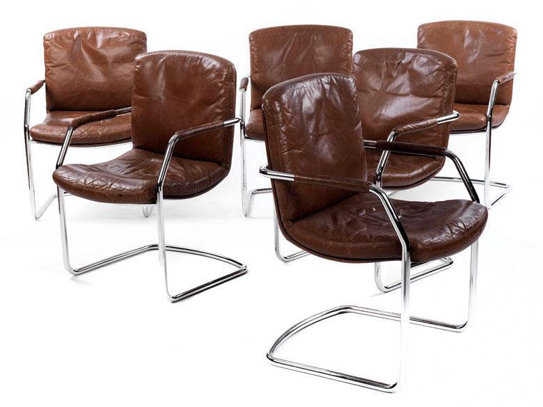 Satz von sechs freischwingenden Stühlen