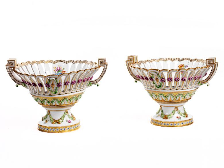 Paar Tischaufsatz-Porzellankörbe