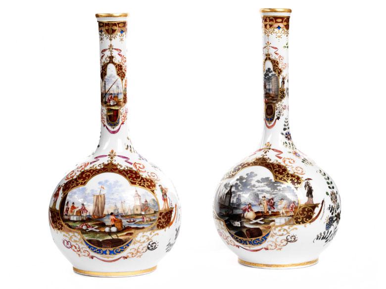 Paar Porzellanvasen mit Kauffahrteidarstellungen