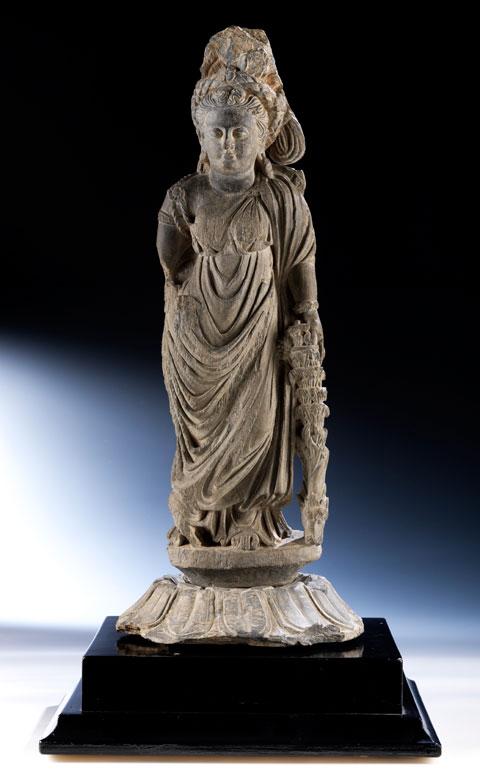 Steinfigur einer Tyche der Gandhara-Kultur