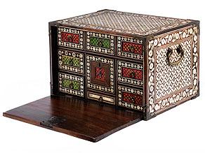 Kabinettkasten aus der portugiesischen Kolonialzeit des 17. Jahrhunderts