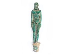 Kleine Bronzefigur eines Adoranten im archaisch-etruskischen Stil