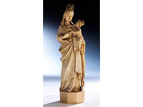 Schnitzfigur einer Madonna mit Kind in Elfenbein