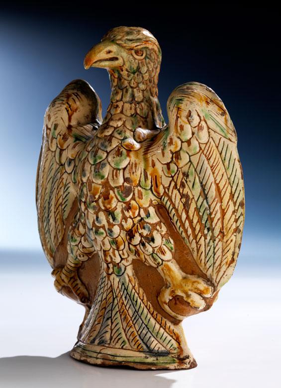 Seltene Majolika-Flasche in Form eines Adlers
