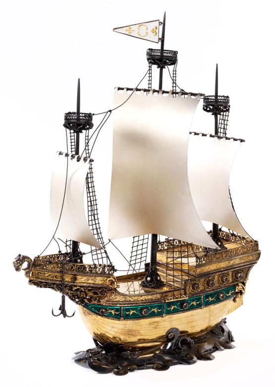 † Tafelzieraufsatz in Form eines Segelschiffes
