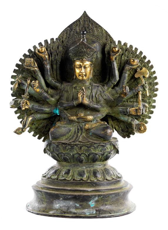 † Chinesisch-tibetanische Bronzefigur eines Avalokiteshvara