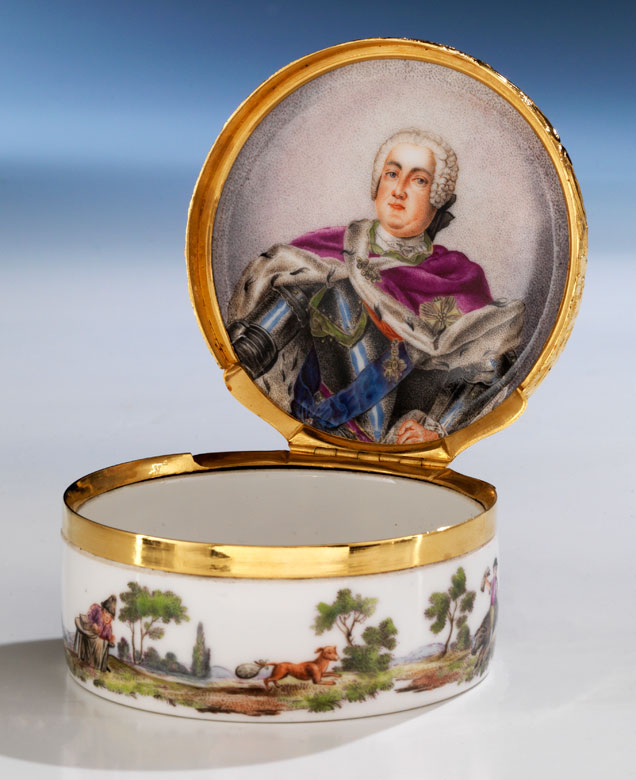 Bedeutende Meissener Porzellandose mit Portraitbildnis des sächsischen Kurfürsten Friedrich August II 1697 - 1763, als König von Polen August III seit 1733