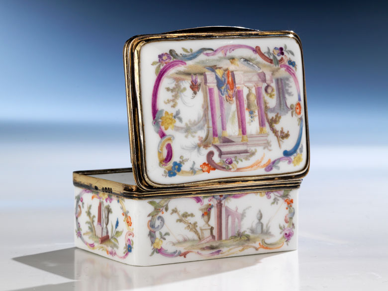 Meissener Deckeldose mit vergoldeter Silbermontierung
