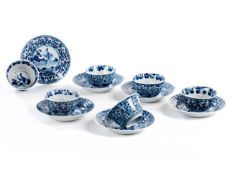 Sechs Porzellan-Koppchen mit Unterschalen