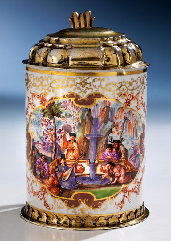 Meissener Walzenkrug mit Malerei von Johann Gregorius Höroldt