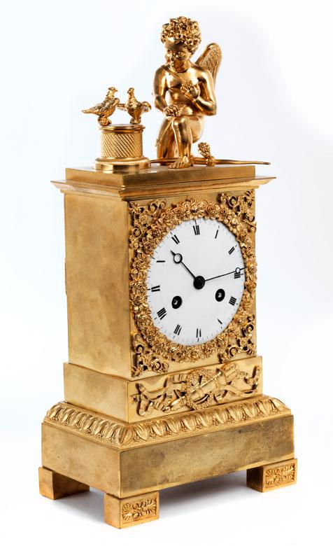 Klassizistische Kaminuhr in Bronze und Vergoldung