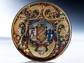 Majolika-Wappenteller aus Gubbio