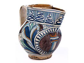 Majolika-Krug mit gotischem Dekor