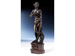 Bronzefigur einer Venus mit Delfin und Cupido
