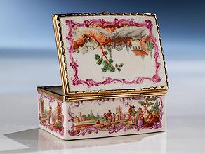 Meissener Porzellan-Deckeldose mit vergoldeter Silbermontierung
