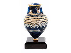 Miniatur-Glasvase in Amphorenform