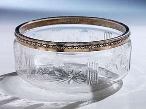 Geschliffene Kristallschale mit Silbermontierung