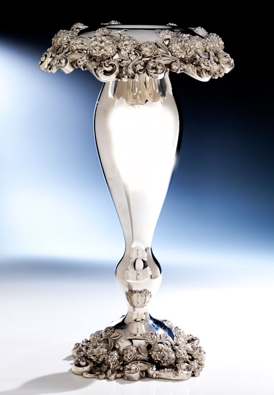 Hohe Vase mit Schneeballdekor