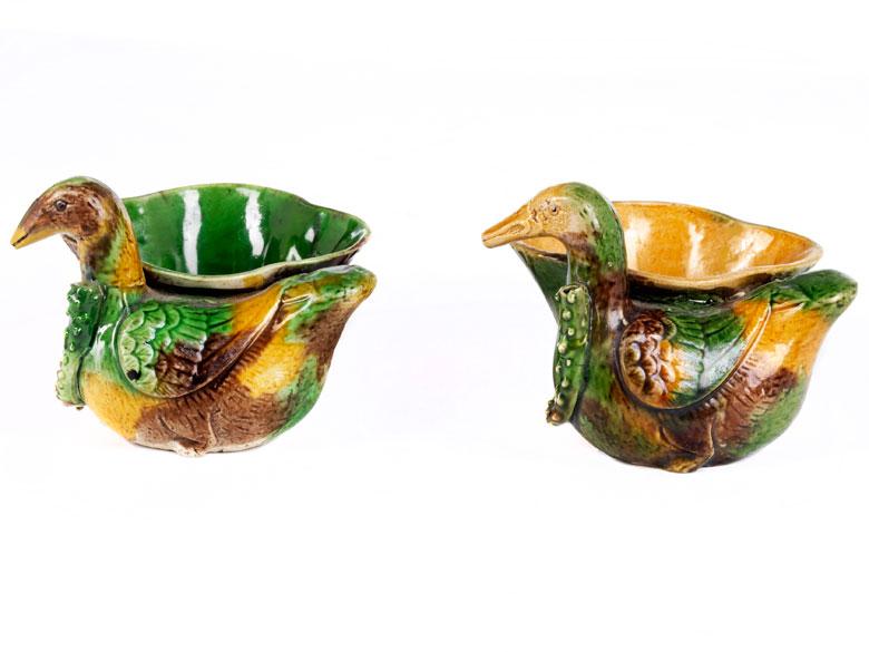 Zwei kleine Gefäße mit Ente