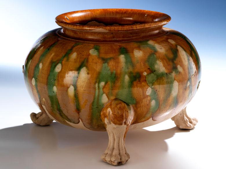 Keramik-Gefäß mit Sancai-Glasur