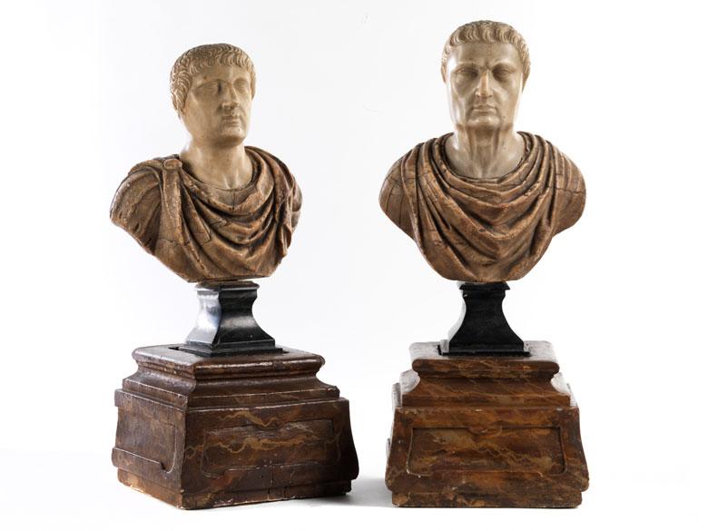 Paar römische Cäsarenbüsten in verschiedenfarbigem Marmor