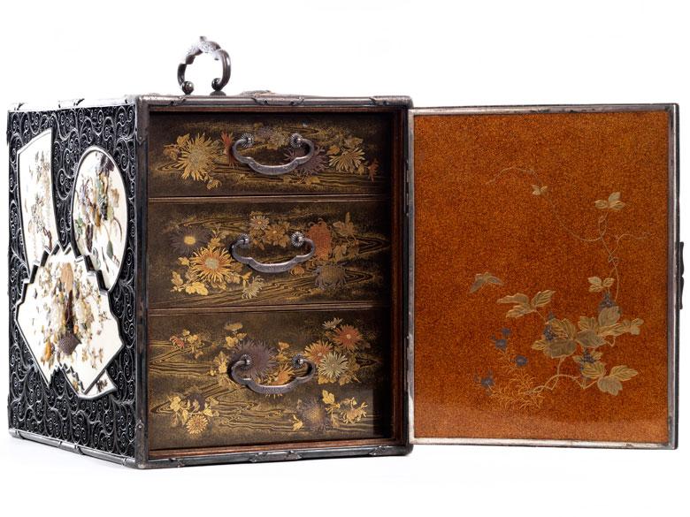 Seltener, äußerst fein gearbeiteter, japanischer Kodansu (Miniaturkabinettkasten der Meiji-Periode, 1868 - 1912)
