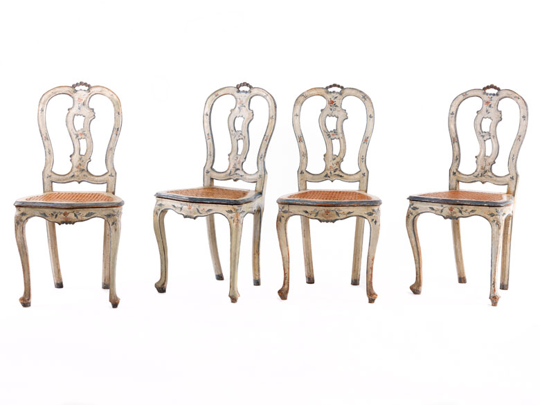 Vier Stühle