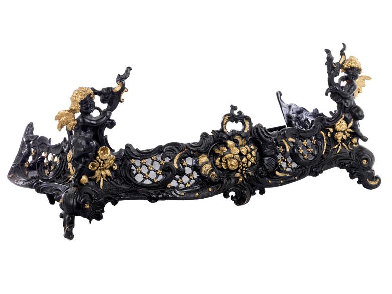 Kaminvorsatz im Rokoko-Stil