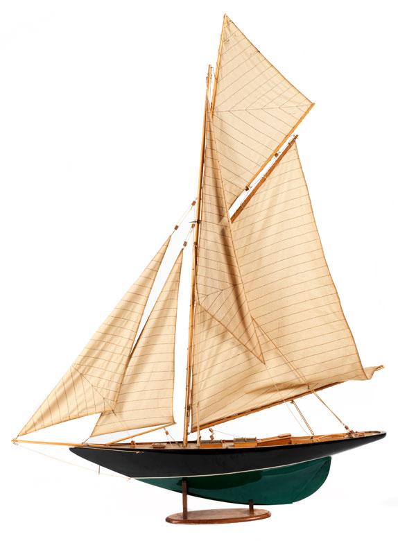 Großes Modell eines Segelbootes