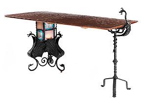 Tisch nach Entwurf von Antonì Gaudi