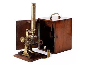 Mikroskop im originalen Kasten mit sämtlichem Zubehör