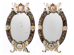 Paar ovale Porzellan-Spiegelrahmen