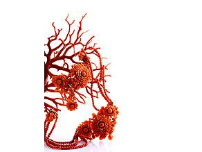 Korallen-Collier, Brosche und ein Ohrhänger