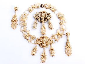 Perl-Collier, Brosche und zwei Ohrhänger