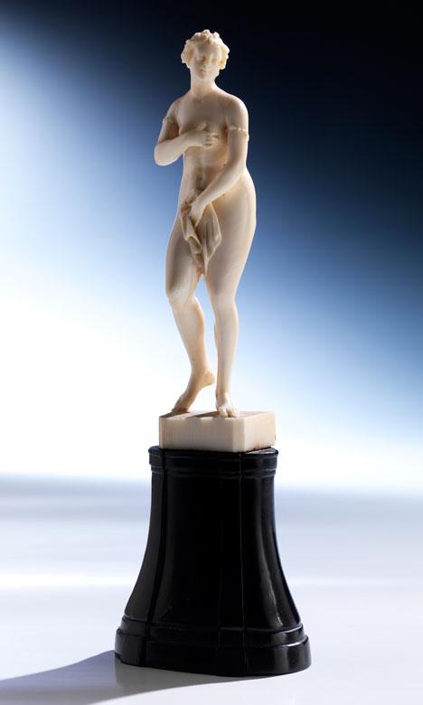 Elfenbein-Statuette einer nackten Venus