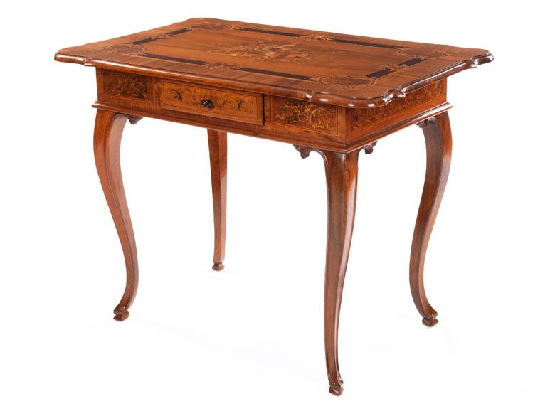 Intarsierter Tisch