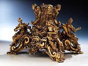 Außergewöhnliche Bronze-Basis mit den Kardinaltugenden