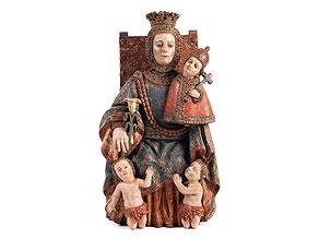 Schnitzfigur einer Schutzmantelmadonna mit dem Jesuskind und zwei um Schutz flehenden Kindern