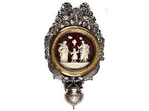 Großes Weihwassergefäß in Silber, Teilvergoldung sowie Bildschnitzerei in Elfenbein