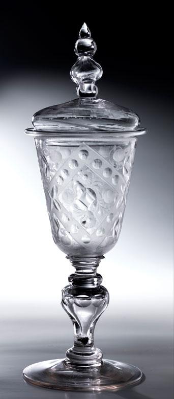 Glas-Deckelpokal