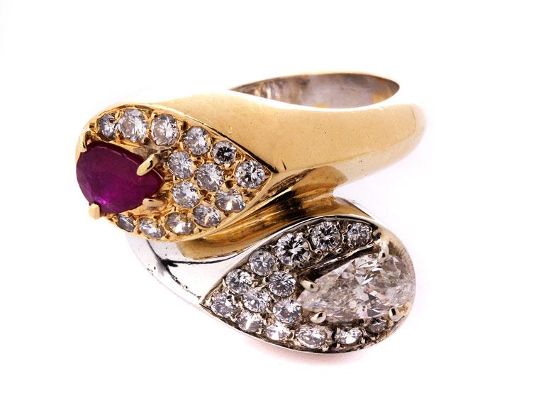 Ring mit Rubin- und Diamanttropfen